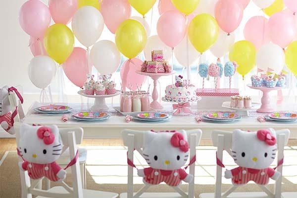 Decoracin para una fiesta Hello Kitty de cumpleaos casera